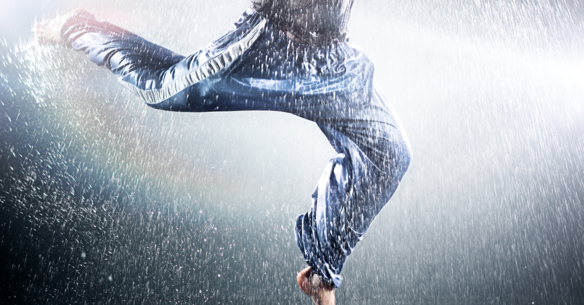 Teen Sent to Wash Car, Ends Up Doing Best 'Flashdance' Impression Instead! [Video]