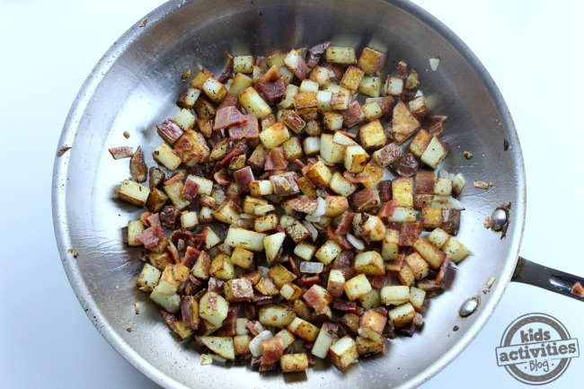 One Pan Breakfast Potatoes & Eggs