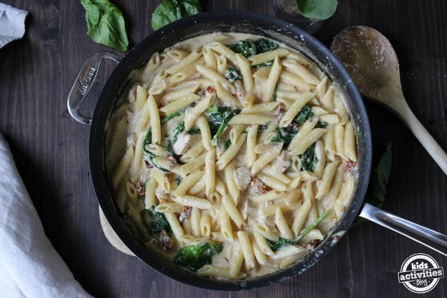 One Pan Chicken Florentine Pasta