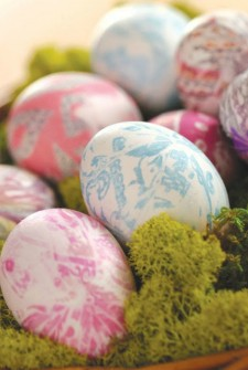You won't believe how easy it is to dye Easter eggs with OLD SILK TIES!