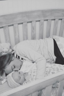 This powerful picture of a mother with her baby is viral for one very important reason…