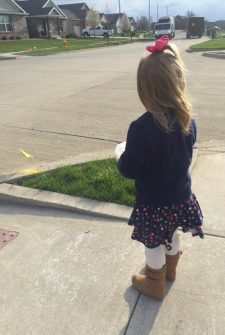 "This Little Girl Gave A Cupcake To Her Favorite ""Smiley Garbage Man"" On Her Birthday…"