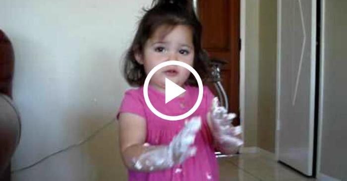 toddler blames sister