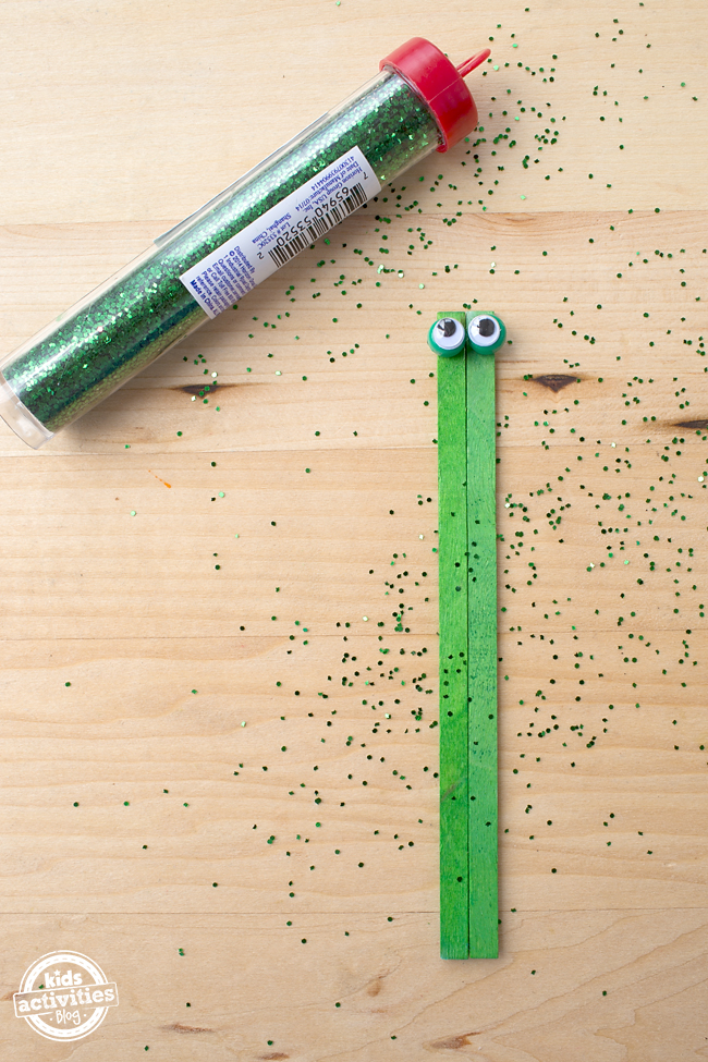 Kid-Made Coffee Stirrer Froggies - A fun frog craft for summer!