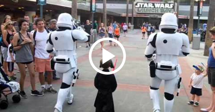 This Is What Happens When A Child Shows Up At Disney