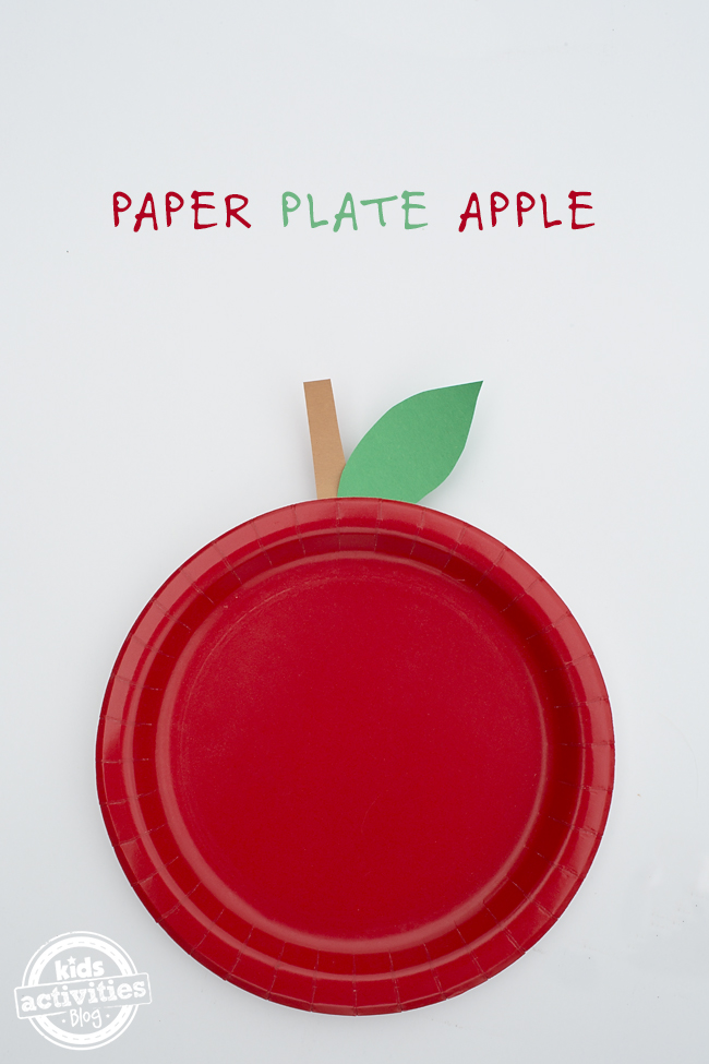 Easy Paper Plate Apple Craft for Kids - Kids will love making super easy paper plate apples for fall! Perfect for toddlers and preschoolers!