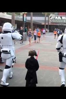 This Is What Happens When A Child Shows Up At Disney Dressed As Kylo Ren