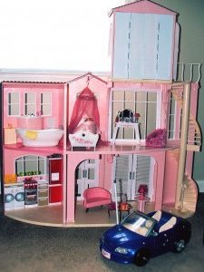 Dollhouses to Create a Geography Lesson