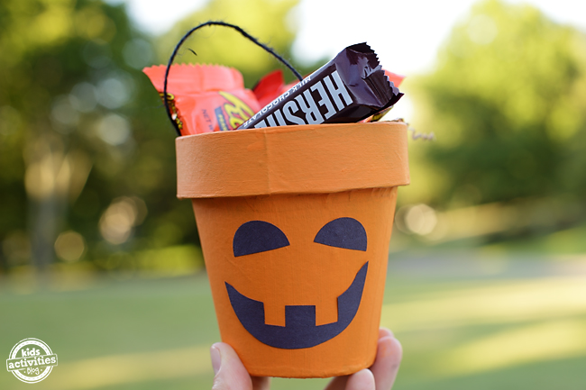 Kids of all ages will enjoy making a Pumpkin Treat Cup to share with their friends on Halloween.