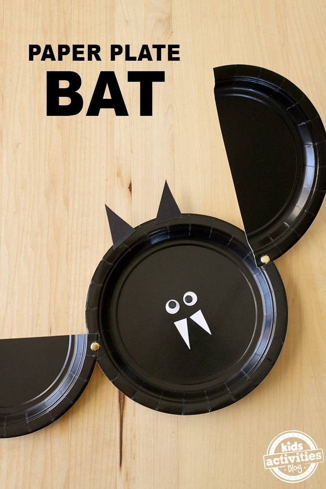 Easy Paper Plate Bat Craft - An adorable craft, perfect for Halloween!
