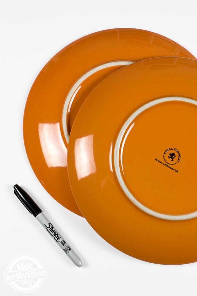 DIY Jack O'Lantern Plates