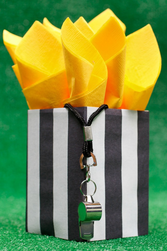referee serving yellow napkins