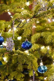 live-christmas-tree-safety-tips-featured