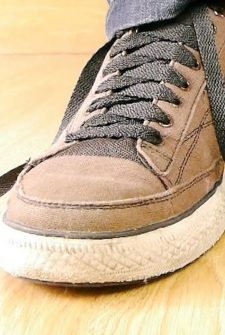 Your Kids Will Go Crazy Trying To Figure Out This Self-Tying Shoe Trick!