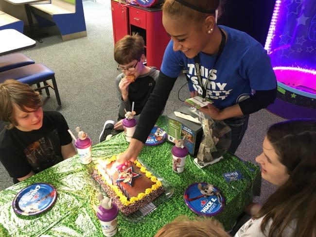 Chuck E Cheese party cake