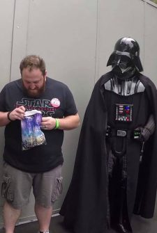 Darth Vader Helped This Woman Announce Her Pregnancy