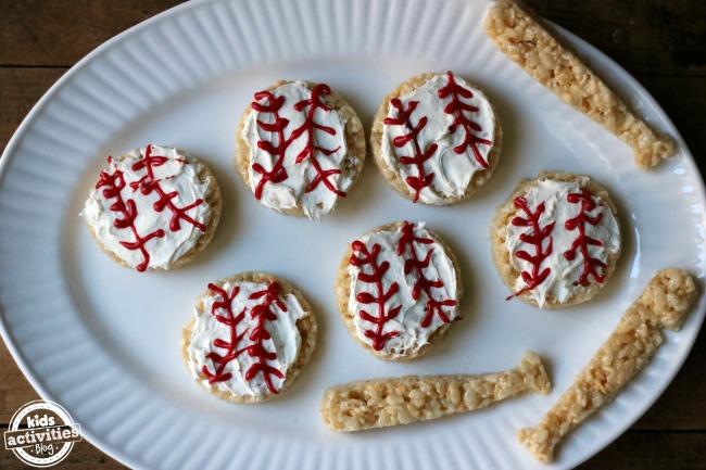 5 Snacks That Take You To a Baseball Game!