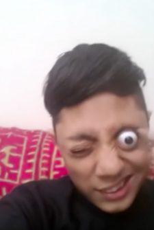 Pakistani Teenager Has Terrifyingly 'Eye-Popping' Skill