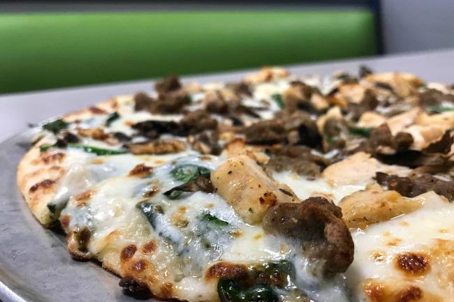 CEC Cali Alfredo pizza