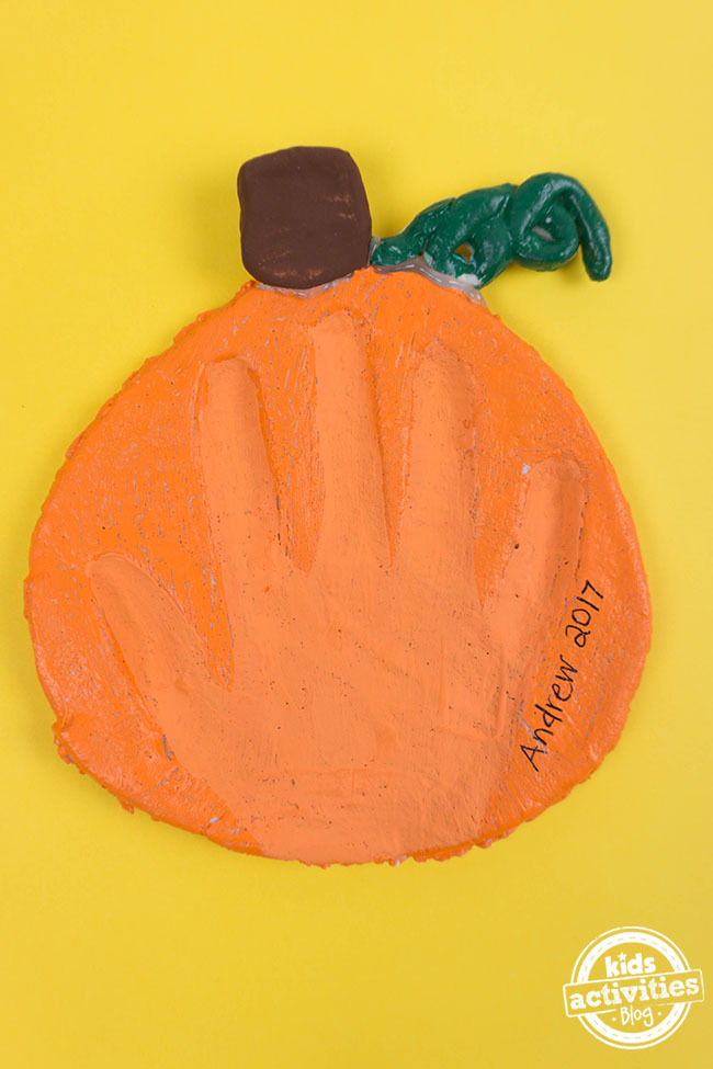 cute pumpkin handprint craft