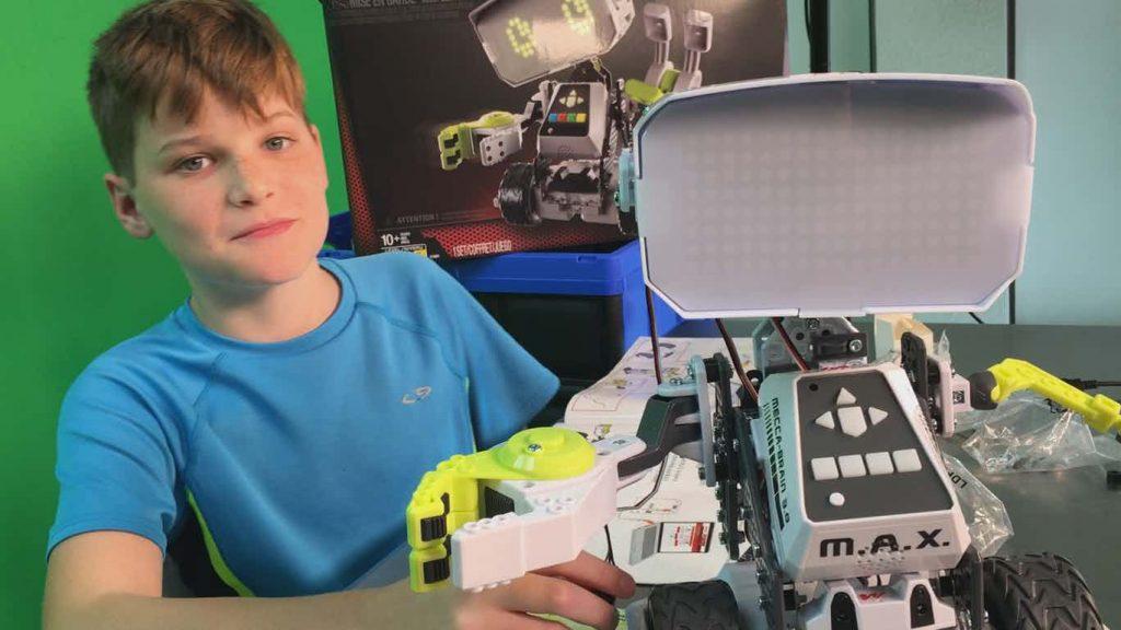 Meccano MAX Robot in motion