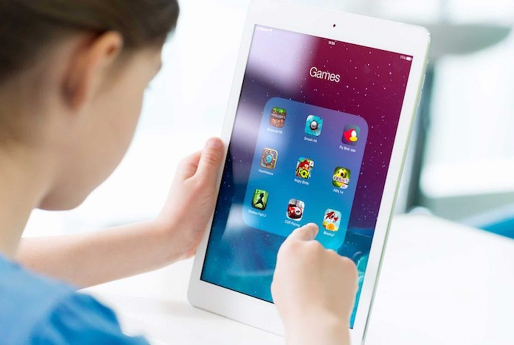 Regulate Screen Time Kid With Tablet