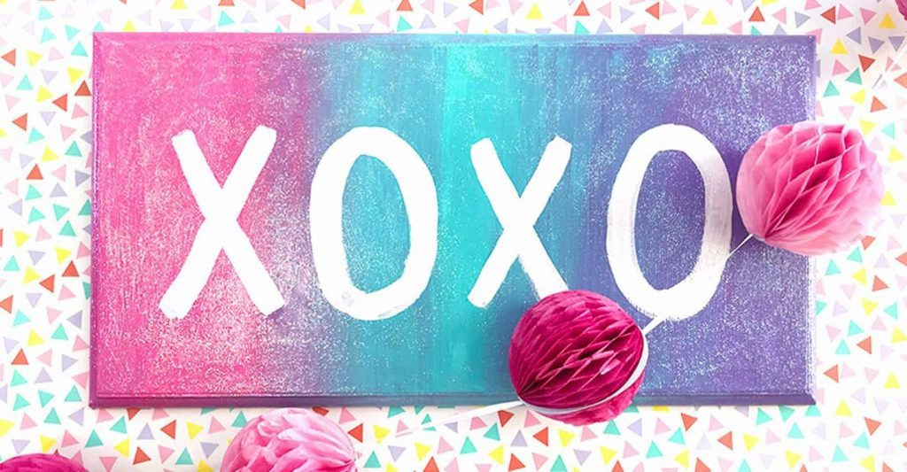 XOXO Wall Sign With Decorations