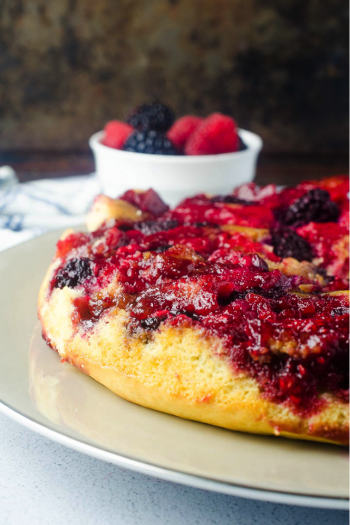Berry Upside Down Cake Recipe - Kids Acitivies Blog