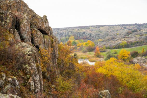 Find a big rock on nature scavenger hunt for kids - Kids Activities Blog