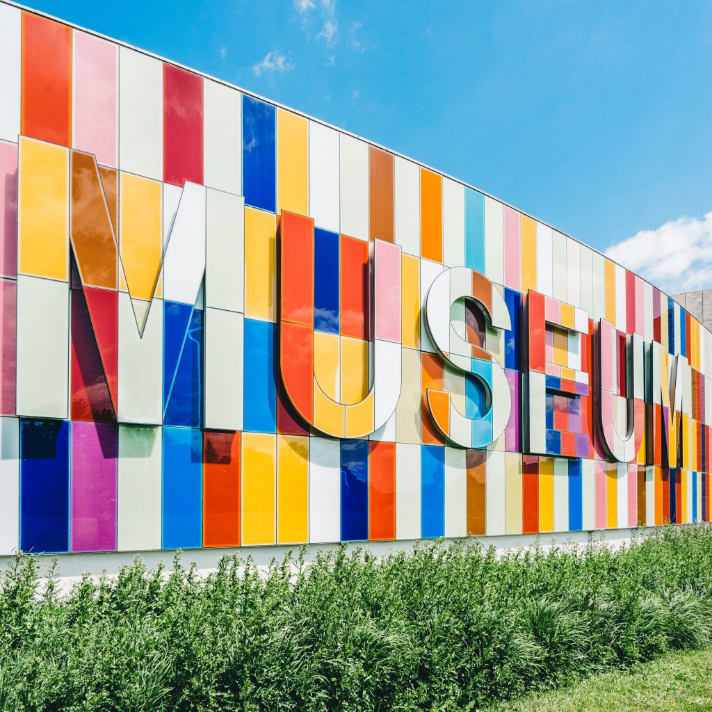 social distancing virtual tour art museum