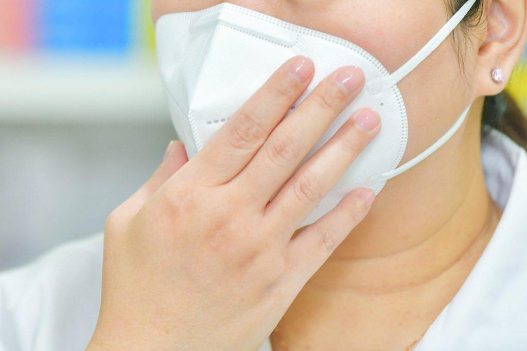 doctor wearing n95 respirator