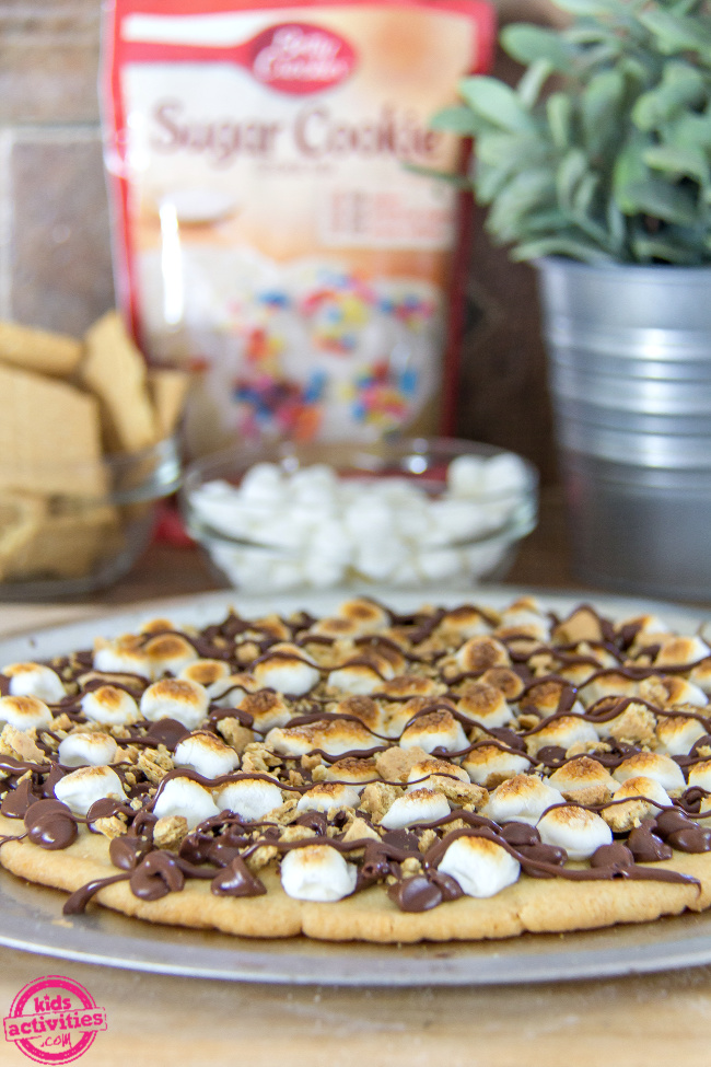 a smores sugar cookie pizza with marshmallows and graham crackers