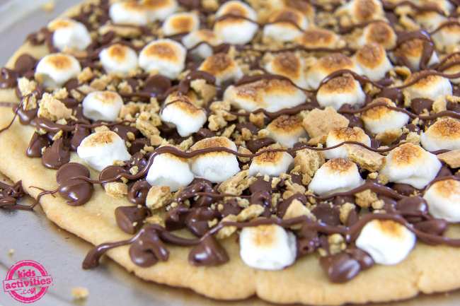 s'mores sugar cookie pizza