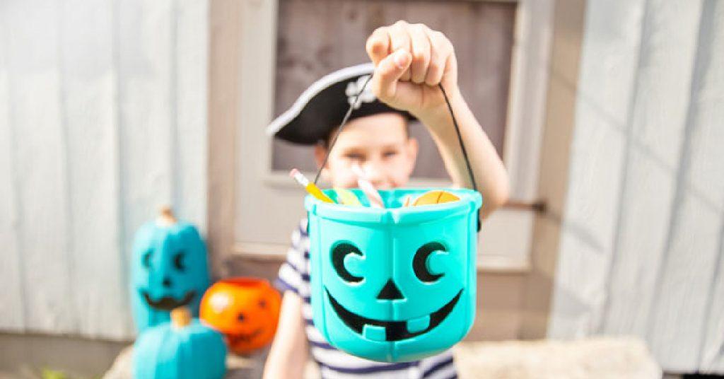 halloween-candy-alternatives-BEST-HALLOWEfEN-TOYS-TO-PUT-IN-TEAL-PUMPKINS-kids-activities-blog