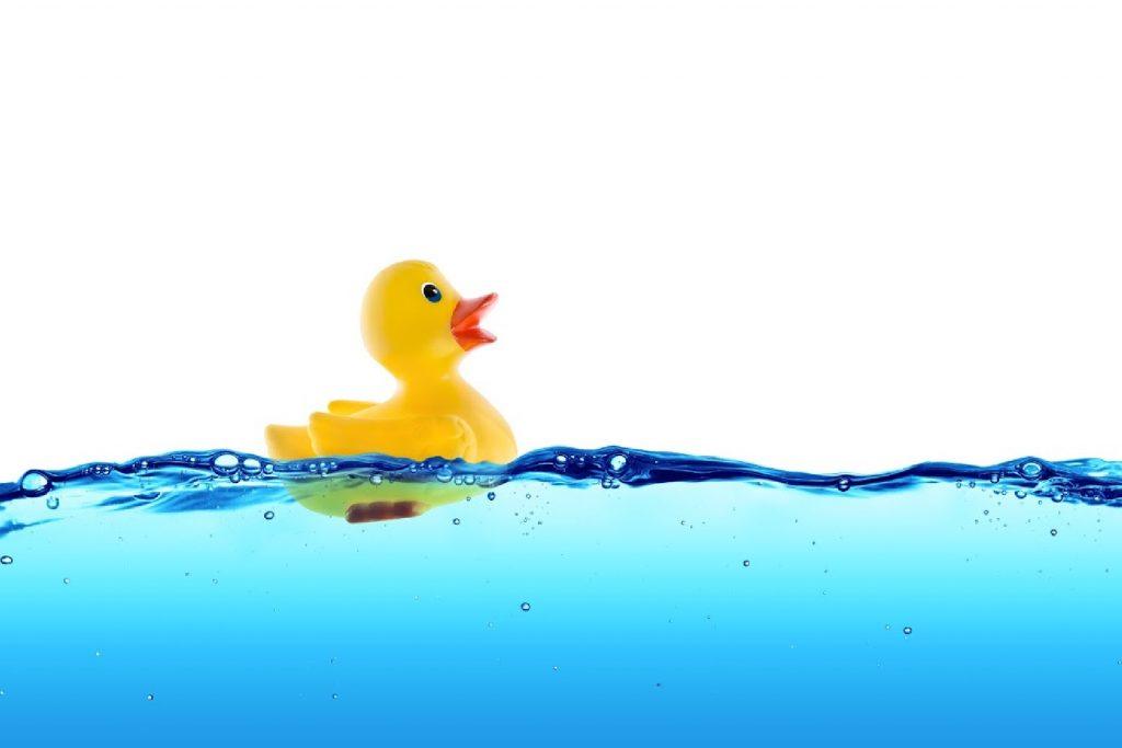 Bombes de bain pour bébé pour apaiser le bébé malade - autres produits naturels - canard en caoutchouc dans l'eau du bain