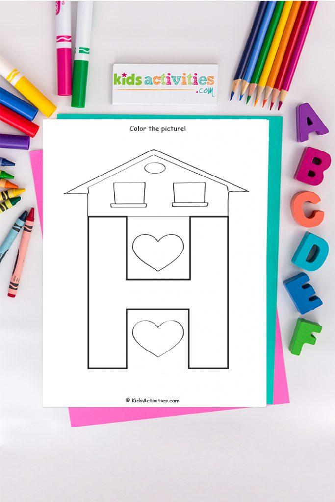 Página para colorear de la letra H del blog de actividades para niños con el techo de una casa y dos corazones sobre un fondo de crayones y marcadores del ABC