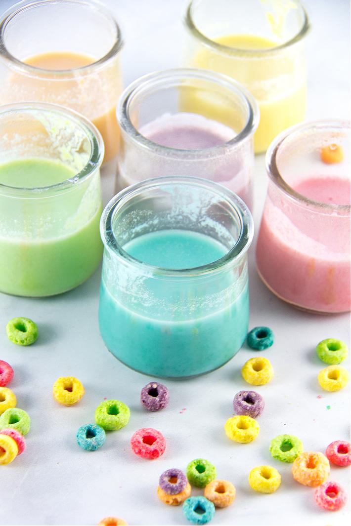 peinture maison dans de petits pots de yaourt faits de boucles de fruits