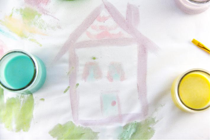 peindre une maison sur du tissu avec de la peinture de boucles de fruits comestibles maison
