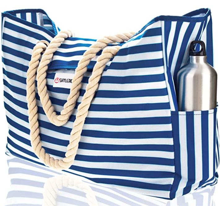 Bolsa de playa o bolsa de piscina tradicional azul y blanca de Amazon