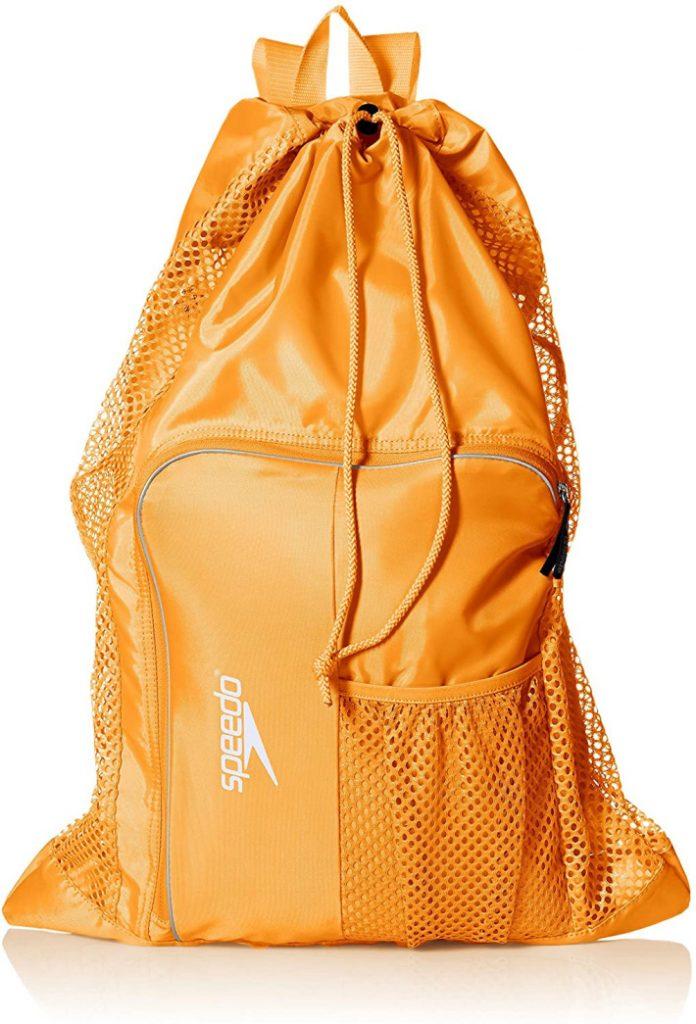 La mejor bolsa de piscina de Amazon: bolsa de piscina con mochila de malla dorada speedo