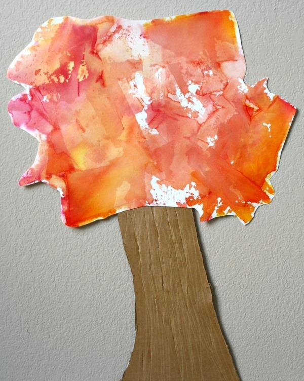art de papier de soie d'automne de Fantastic fun and learning - artisanat d'arbre pour les enfants illustré avec un tronc et des feuilles colorées